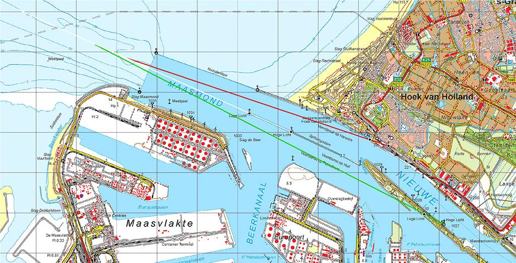 Drie lichtenlijnen aan de Maasmond. Binnenkomende schepen volgen eerst de witte centrale lichtenlijn (112°), kiezen vervolgens de groene lichtenlijn (116°) voor de route naar de Maasvlakte en Europoort, of de rode lichtenlijn (107°) voor de route naar de Nieuwe Waterweg.