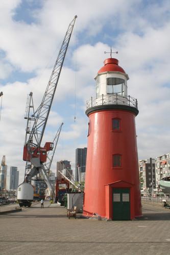 Het lage licht in het Havenmuseum van Rotterdam.