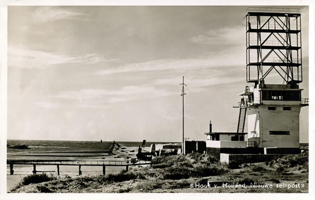 Een nieuwe semafoor in opbouw in 1950.