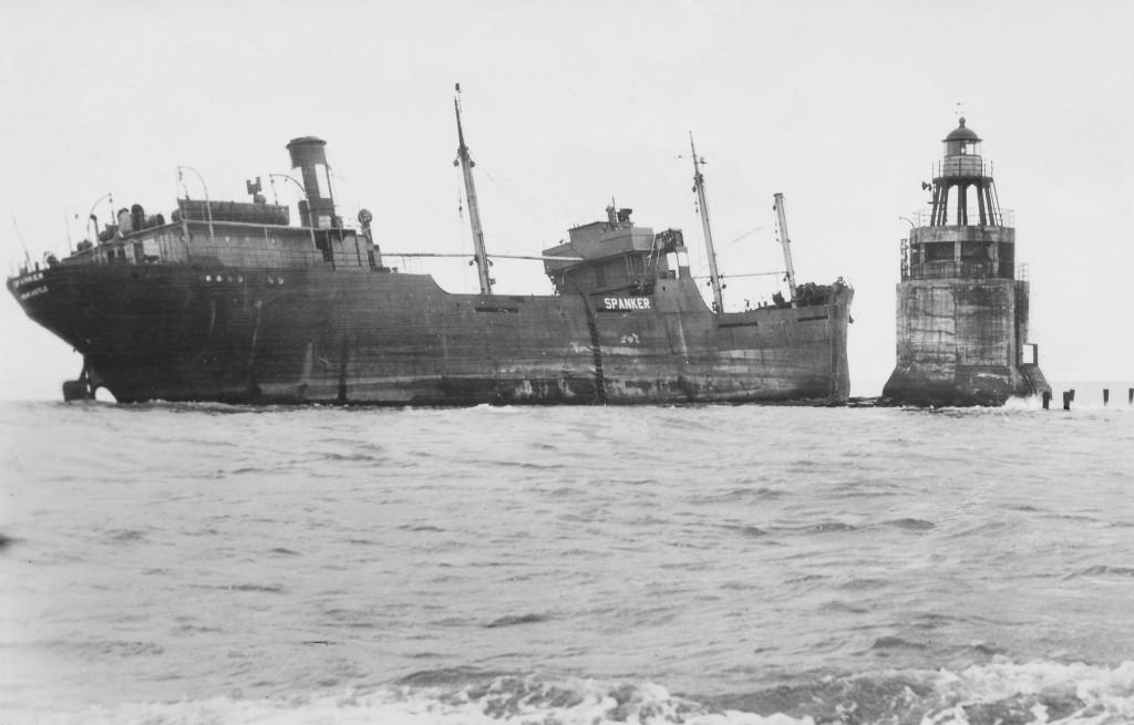 De Engelse kolenboot s.s. Spanker is in de nacht van 7 op 8 augustus 1954 gestrand op de Noorderpier.