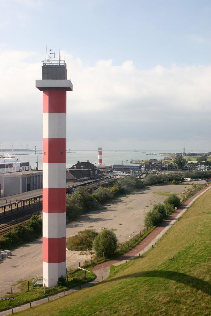 Het hoge en het lage licht van de lichtenlijn Nieuwe Waterweg in 2005.