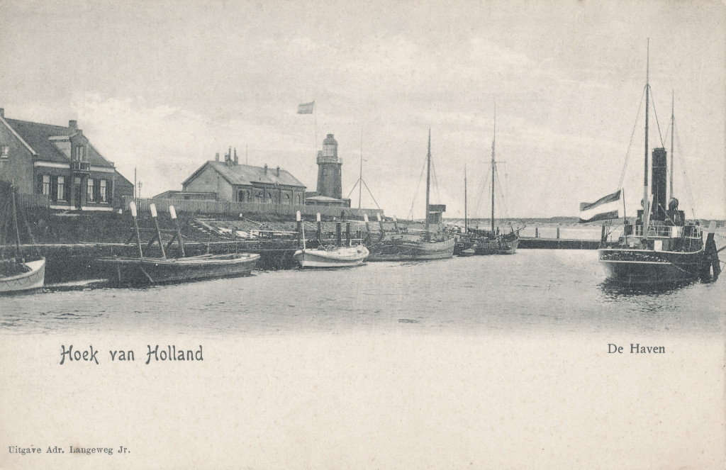 De Berghaven omstreeks 1900. Naast het lage licht bevindt zich de vetgasfabriek.
