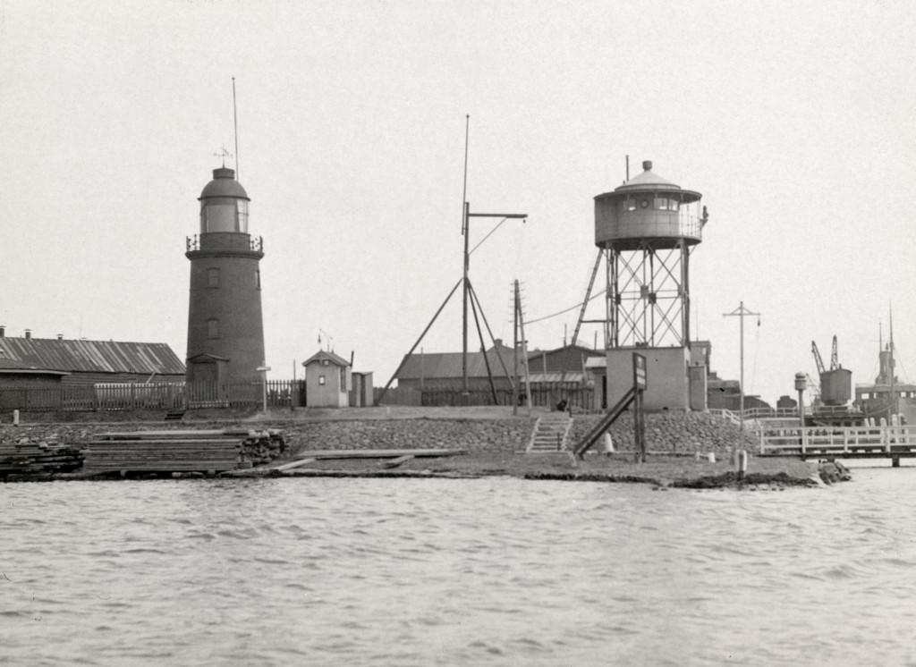 De Berghaven in 1915 met net opgeleverde uitkijktoren van het Loodswezen.